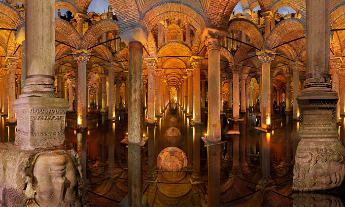 Цистерна Базилика – древний подземный резервуар для воды размером огромный дворец