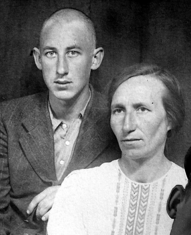 Сын кинорежиссера, сценариста, народного артиста СССР Владимира 28
