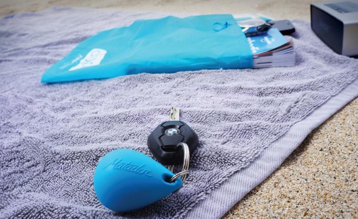 Сумка буек, которая не даст потерять самые важные вещи во время купания