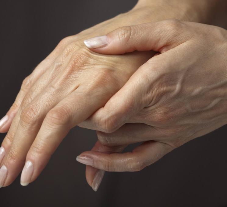 Что делать, если отекают кисти рук