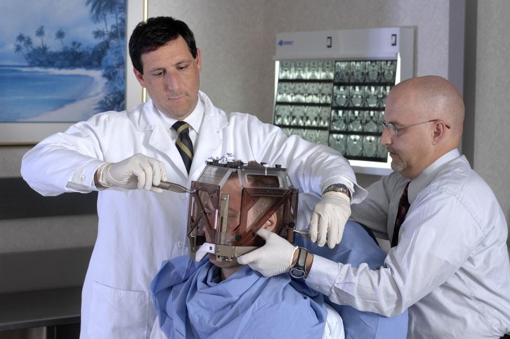 Гамма-нож: показания, эффективность, лечение и последствия после операции
