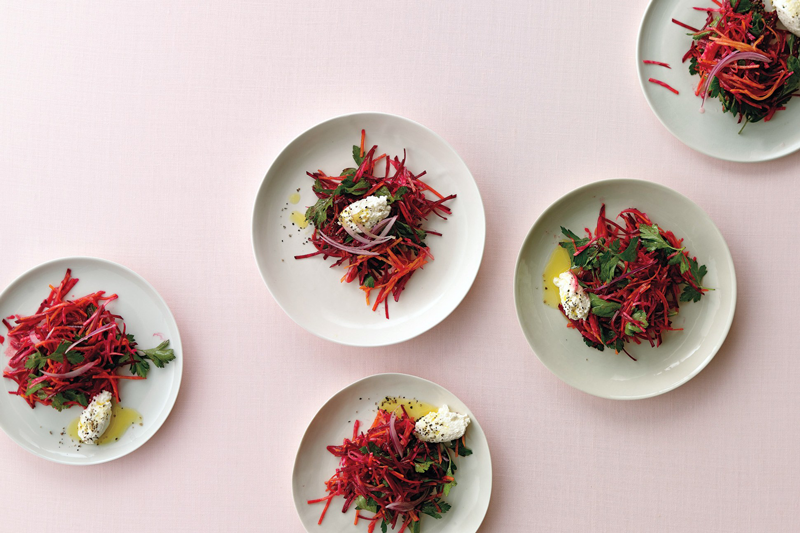 Свекольный салат с веганским соусом а ля майонез