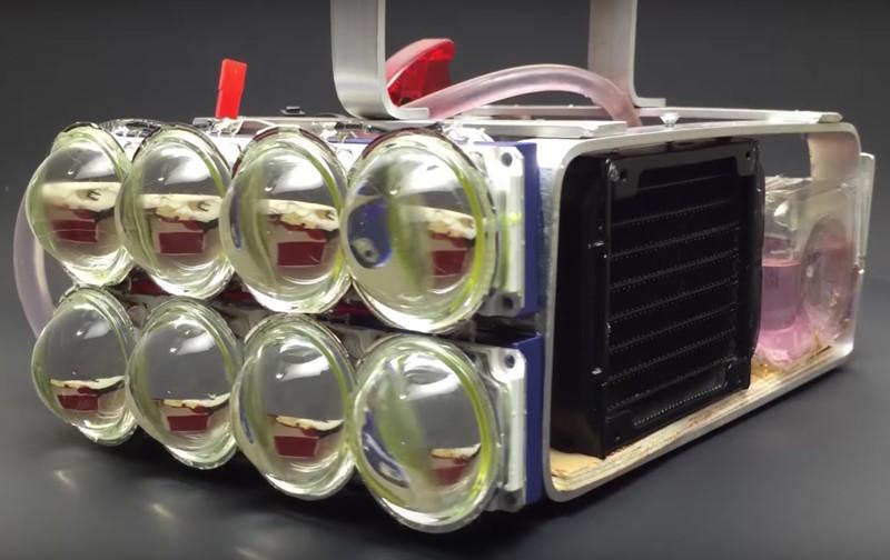 Самодельный фонарь сосветовым потоком в72000 люмен иводяной системой охлаждения