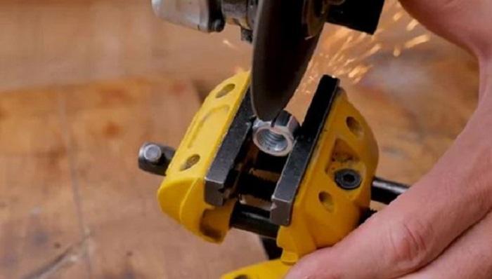 Для чего нужно делать в гайке прорезь: опыт мастеров
